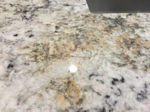 så får du enkelt bort rostfläckar på marmor